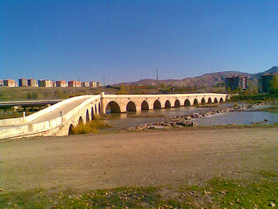 Sivasın-eğri-köprüsü